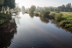 Het kronkelen rivier in vroeg ochtendlicht Stock Foto
