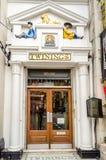 Het kronkelen van Winkel in Londen, het UK Stock Foto