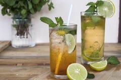 Het kruiden gezonde water van de de theecocktail van de dranken koude citroen royalty-vrije stock afbeelding