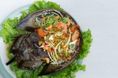 Het kruidige ei van de salade hoefijzerkrab met sla stock foto