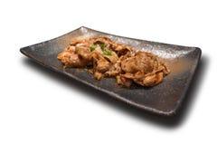 Het kruidige rundvlees braadde met Spaanse peperpeper in Koreaanse stijl en het toping met versierings groene ui op traditionele  stock afbeeldingen
