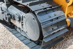 Het kruippakje volgt hydraulica op een tractor of een graafwerktuig stock afbeeldingen