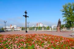 Het kruis en het monument van Patriarch Alexy II, Vitebsk, Wit-Rusland Stock Fotografie