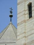Het kruis en het venster Stock Foto