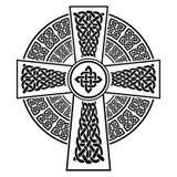 Het Kruis in Keltische stijl die met eeuwigheid knoopt patronen in wit en zwart met slagelement door geknoopte 2 wordt omringd vector illustratie