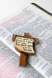 Het Kruis van de bijbel Stock Fotografie