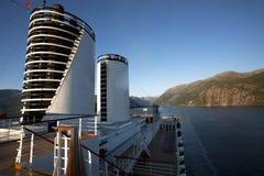 Het kruisen van de Noorse Fjorden stock afbeeldingen