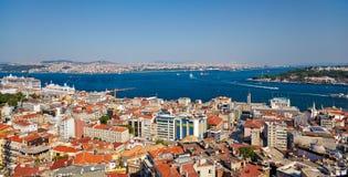 Het kruispunt van Bosphorus-Straat en Gouden Hoorn in Istanboel Stock Foto's