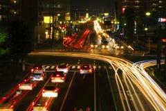 Het kruispuntverkeer van de nacht Stock Foto's