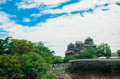 Het Kumamotokasteel wordt gevestigd in Kumamoto-Prefectuur, Japan Op dit ogenblik, was dit kasteel in schade van de aardbevingsra stock fotografie