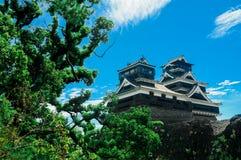Het Kumamotokasteel wordt gevestigd in Kumamoto-Prefectuur, Japan Op dit ogenblik, was dit kasteel in schade van de aardbevingsra stock foto