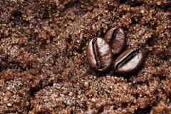 Het kuuroord schrobt koffie en chocoladetextuurclose-up stock afbeeldingen