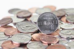 Het kwart van de staat van Noord-Carolina met andere muntstukken sluit omhoog Stock Foto's