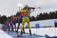 Het laatste ras van de wereld biathlon van het seizoen van 2017-2017 is het massabegin van de man royalty-vrije stock foto's