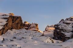 Het laatste zonlicht op de berg stock fotografie