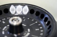 Het laboratorium van de hoge snelheid centrifugeert met flesjes Royalty-vrije Stock Afbeelding