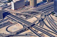 Het Labyrint van de weg in Doubai stock foto's