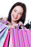 Het lachen het jonge vrouw shooping met zakken Stock Foto's