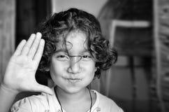 Het lachen het portret van het meisjeskind Stock Foto