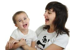 Het lachen van de moeder en van de zoon Stock Foto