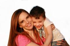 Het lachen van de moeder en van de zoon Stock Foto's