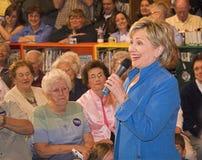Het lachen van senator Clinton Stock Afbeeldingen