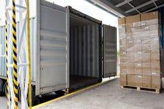 Het laden van de vrachtwagen stock foto