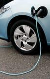 Het laden van een elektrische auto Royalty-vrije Stock Afbeelding