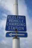 Het laden van het elektrische voertuig teken stock fotografie