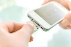 Het laden van mobiele telefoon stock foto's
