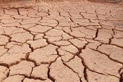 Het land is droog en uitgedroogd Stock Foto