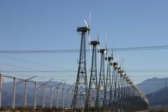 Het Landbouwbedrijf van de Elektriciteit van de Molen van de wind royalty-vrije stock afbeelding