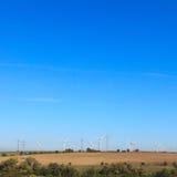 Het landbouwbedrijf van de wind in platteland Stock Foto's
