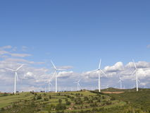 Het landbouwbedrijf van de wind in platteland Stock Afbeelding