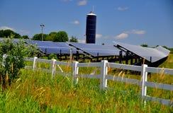 Het Landbouwbedrijf van de zonnepanelenenergie Stock Foto's