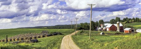Het landbouwbedrijf van Ohio met wegknipsel door - pano stock foto