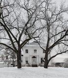 Het landbouwbedrijfhuis van de winter Stock Foto's