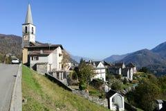 Het landelijke dorp van Borgnone op Centovalli-vallei Stock Fotografie