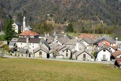 Het landelijke dorp van Palagnedra op Centovalli-vallei Stock Fotografie