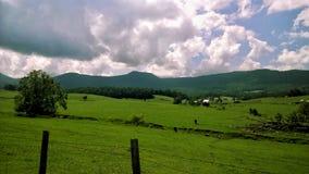 Het landelijke gebied van Tennessee met hemel en berglandschap stock afbeelding