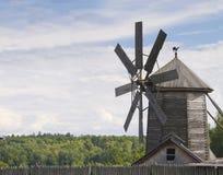 Het landelijke landschap van de windmolen Panorama Stock Afbeelding