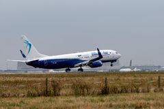 Het Landen van Blue Air Boeing 737-8K5 stock fotografie