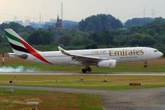 Het landen van de Luchtbus van emiraten A330. Royalty-vrije Stock Afbeelding