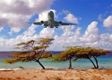Het landen van een vliegtuig Stock Foto