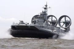 Het landende schip op een luchtkussen Royalty-vrije Stock Afbeeldingen