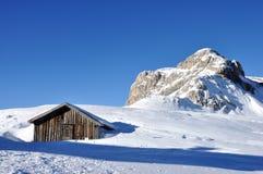 Het landschap en de hut van de dolomietwinter Stock Fotografie