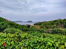 Het landschap overziet dichtbij de Vreedzame Oceaan in Huatulco, Oaxaca Reis in Mexico royalty-vrije stock foto