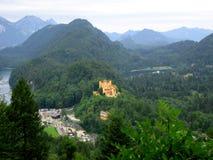 Het landschap van alpen met kasteel Hohenschwangau Stock Afbeeldingen