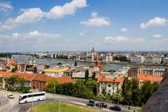 Het landschap van Boedapest en de Huizen van het Parlement hongarije Stock Afbeeldingen