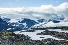 Het landschap van Dalsnibba van de sneeuwberg, Geiranger-fjord, Noorwegen. Royalty-vrije Stock Foto